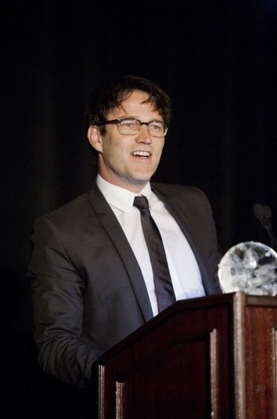 Stephen Moyer at podium of Clare Foundaton Dinner